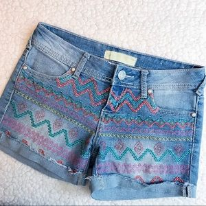 ALMOST FAMOUS Color Embroider Light Denim Shorts
